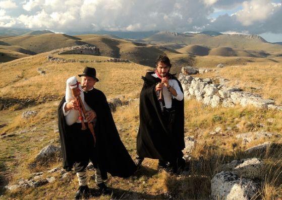 tradizioni di natale italia: gli zampognari