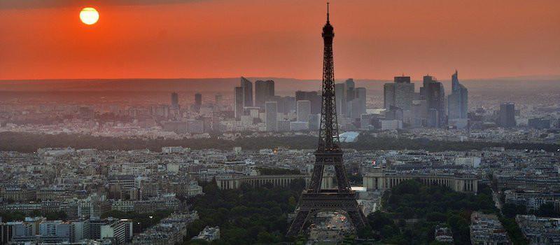 parigi vista torre eiffel al tramonto