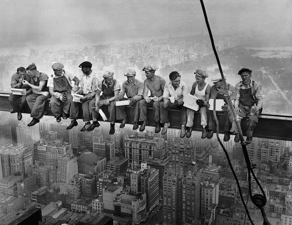 1024px-Lunch_atop_a_Skyscraper